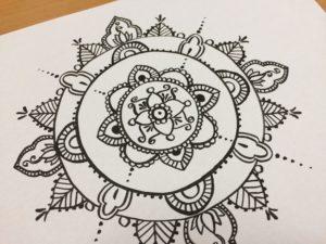 ペンで描く曼荼羅アート